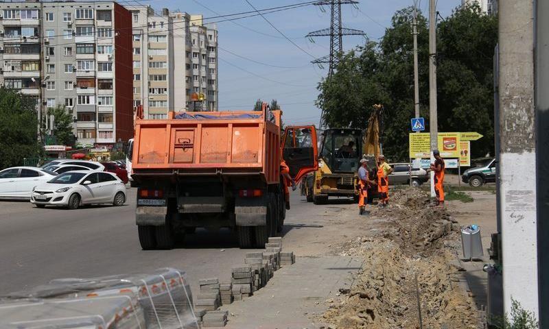 Впервые за 20 лет проводится капитальный ремонт улиц им. 39-й Гвардейской дивизии и Еременко в Волгограде